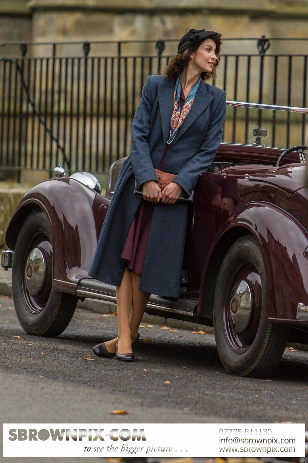Photos Of Outlander Filming 1940s Claire And Frank
