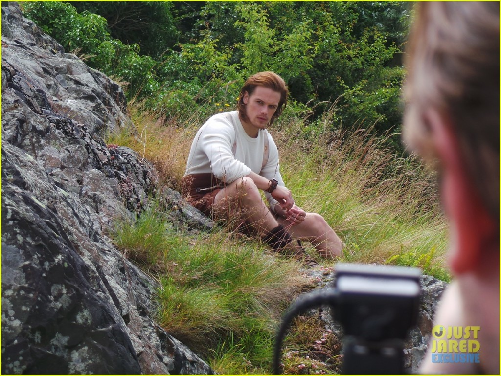 outlander-sam-heughan-jj-spotlight-behind-the-scenes-photos-15