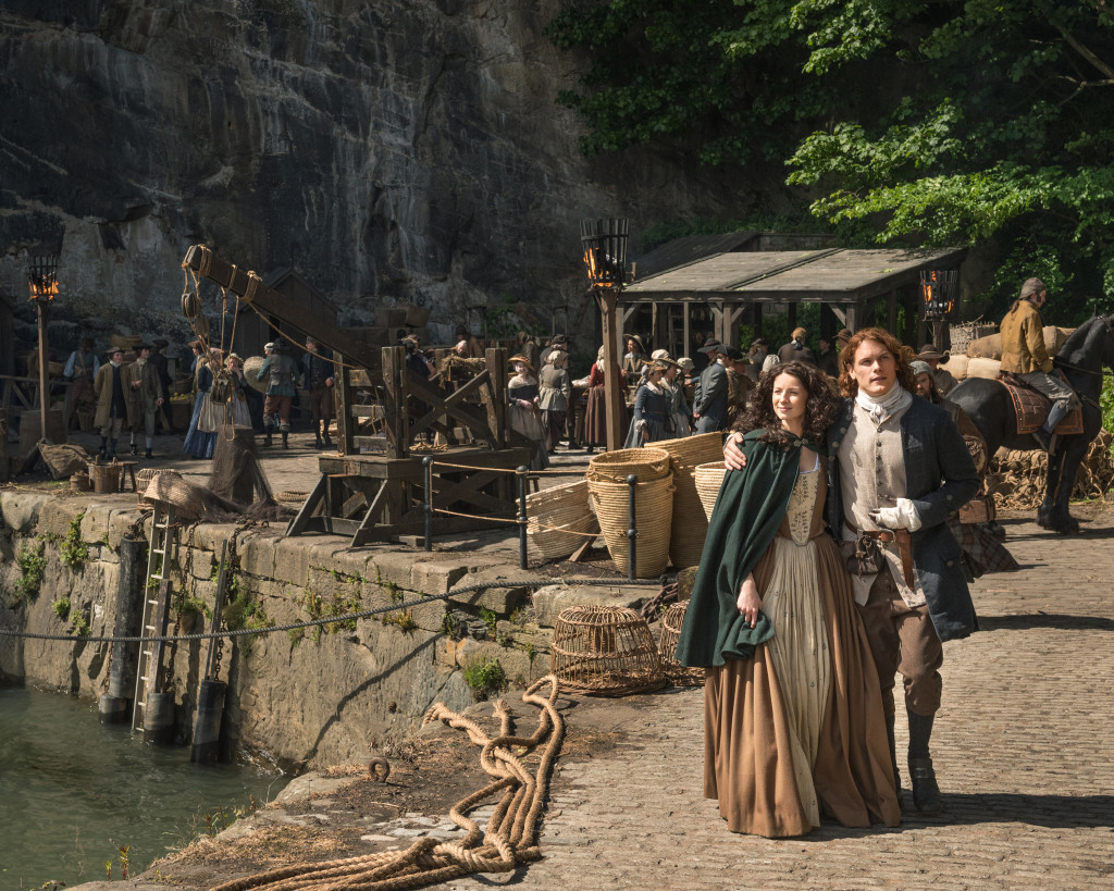 Official Photo Season 2 Claire Caitriona Sam Jamie